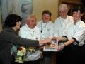 Jirka Šourek uprostřed při křtu Evropské kuchařky